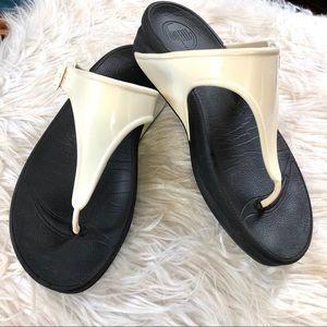 Fitflop toe thong sandal slide sz 6-7 white wedge